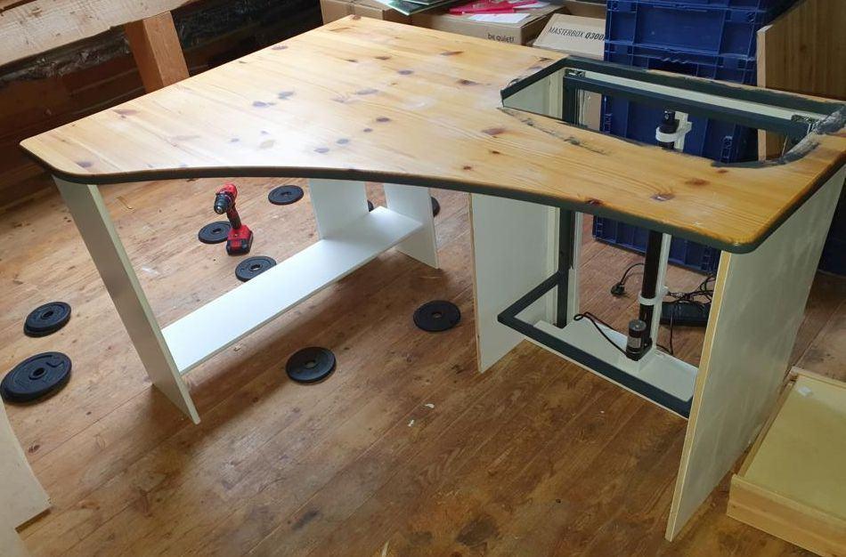 K1024_zusammenbau tisch.JPG