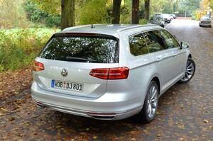 Auch den Klassiker Passat Variant bietet VW als Plug-in Hybriden an