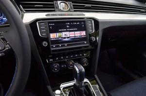 Auch der Passat GTE Variant bietet den typischen VW-Innenraum