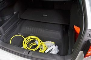 Die Batterie des Passat GTE Variant sitzt vor der Hinterachse, wodurch der Tank nach hinten rutscht - der Kofferraum wird kleiner