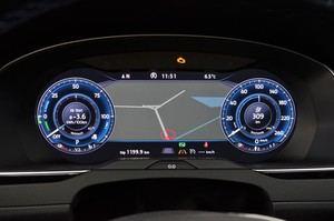 Die Streckenführung kann auch im Active Info Display angezeigt werden, der Blick aufs Discovery Pro kann entfallen
