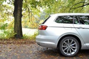 Der Hybrid-Antrieb kostet zwar Platz und Gewicht, dennoch ist der Passat GTE Variant vollkommen alltags- und reisetauglich
