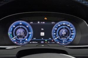 Digitales Cockpit: Das Active Info Display kostet extra, ist aber empfehlenswert - nicht nur im Passat GTE Variant