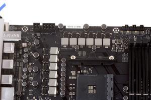Satte zwölf Spulen versorgen die AM4-CPU mit Strom.