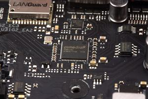 ASMedias ASM3142 kümmert sich um die beiden USB-3.1-Gen2-Schnittstellen am I/O-Panel.