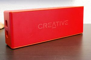 Beim MUVO 2 setzt Creative ebenso wie beim MUVO 2c auf eine Metallfront in Mesh-Optik und ein Gehäuse mit IP66-Zertifizierung