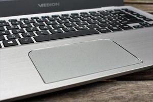 Das Touchpad des Medion Akoya S3409 ist ausreichend groß, überzeugt aber nicht vollständig