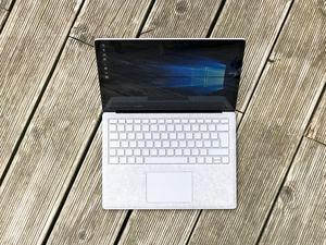 Das Surface Laptop leistet sich überraschend viele Schwächen und bietet nur wenige Argumente für einen Kauf