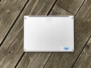 Leistung bietet das Surface Laptop ausreichend, die Wartbarkeit ist allerdings katastrophal