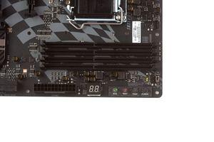 Neben vier DDR4-DIMM-Slots hat das Z170GT7 auch einiges an Komfort zu bieten.
