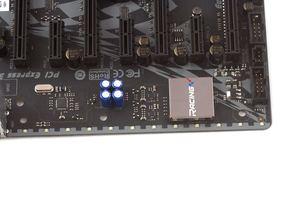 Am PCB-Rand wurden 12 RGB-LEDs untergebracht.