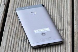 Der 3.020 mAh fassende Akku des Huawei nova hielt im Test mehr als zwei Tage durch
