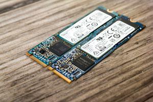 Toshiba XG5-p (links) und XG5