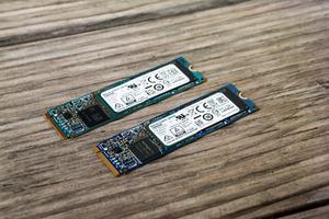 Toshiba XG5-P (oben) und XG5