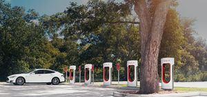 Wer nach dem 1. Januar 2017 einen Tesla bestellt, kann die Supercharger nicht mehr im vollen Umfang kostenlos nutzen - Parkgebühren müssen hingegen alle zahlen