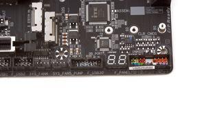 Eine Debug-LED zeigt den aktuellen Systemstatus an.