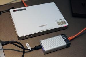 QNAP TBS-453DX und QNA-T310G1T