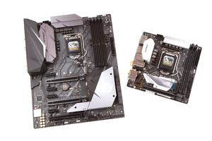 Links: ASUS ROG Strix Z370-F Gaming; Rechts: ASUS ROG Strix Z370-I Gaming