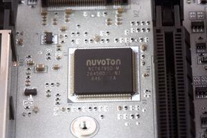 Der SuperI/O-Chip stammt von Nuvoton.