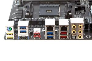 Das I/O-Panel beim Gigabyte GA-AX370-Gaming 5.