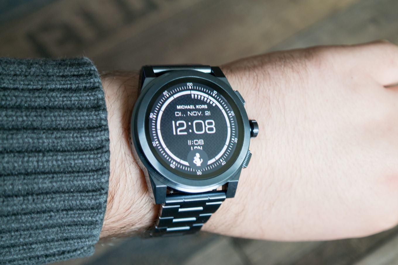 7c7f2abb87d5 Mit 47 mm Durchmesser ist die Michael Kors Access Grayson eine der größten  Smartwatches. »