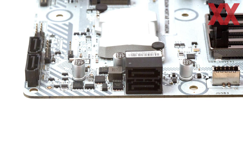 Neben zweimal M.2 wurden außerdem viermal SATA 6GBit/s verbaut.