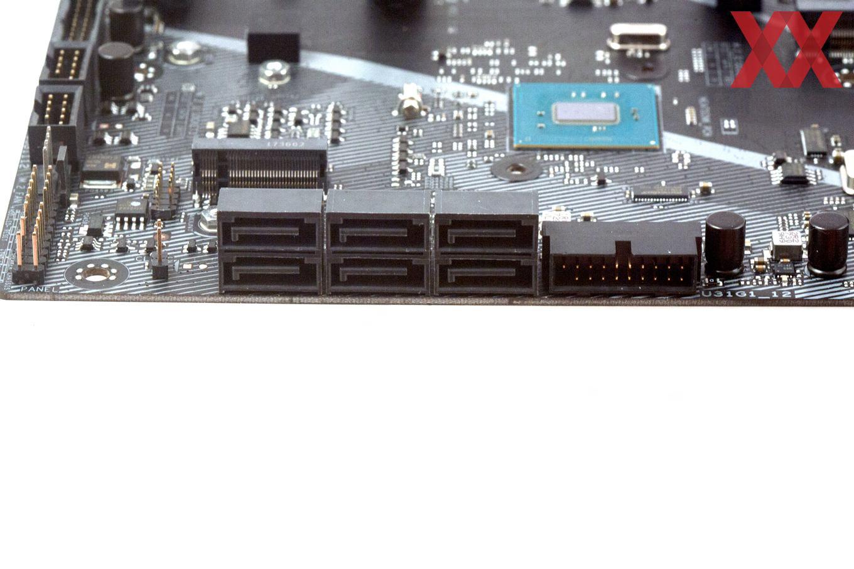 Sechsmal SATA 6GBit/s halten sich neben zweimal M.2 auf.