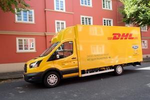 Der StreetScooter Work XL auf Basis des Ford Transit wird zunächst von der Deutschen Post und DHL eingesetzt