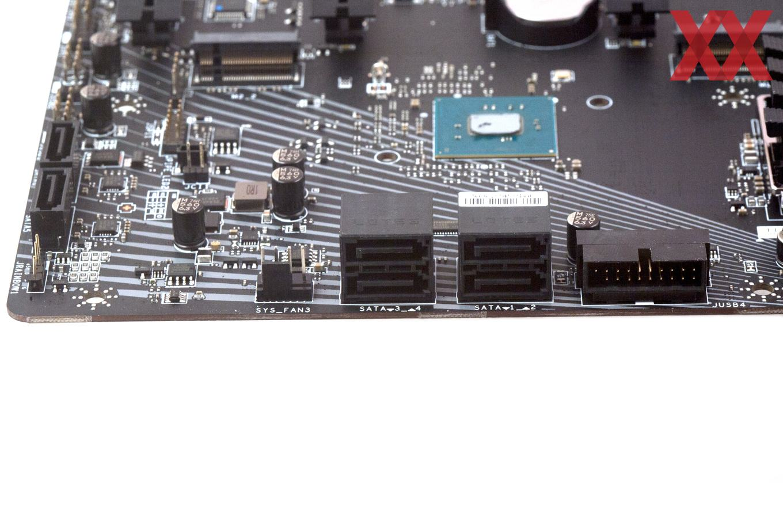 Zweimal M.2 und sechsmal SATA 6 GBit/s decken den Storage-Bereich ab.