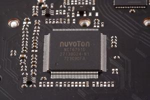 Ein SuperI/O-Chip ist absolute Pflicht.