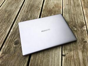Huawei setzt beim MateBook X auf ein zurückhaltendes Design und eine hochwertige Verarbeitung