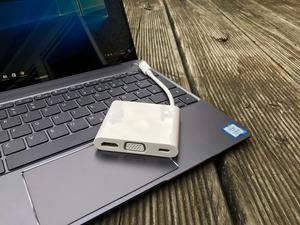 Wer HDMI, USB Typ-A oder VGA benötigt, muss zum MateDock 2 greifen, das Huawei dem MateBook X beilegt