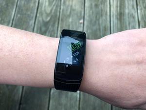 Abgesehen von Farbe und Armband weicht die Samsung Gear Fit2 Pro äußerlich vom Vorgänger nicht ab