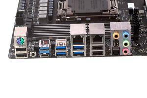 Das I/O-Panel beim MSI X99A Workstation.