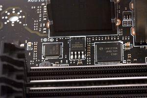 Die beiden Gigabit-LAN-Controller: Intel I218-V und Intel I210-AT