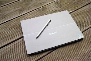 Gehäuse uns Stift zählen zu den klaren Pluspunkte des ASUS Transformer 3 Pro