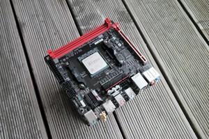 Mit etwa 154 W genehmigt sich das Ryzen-5-2400G-System 40 W mehr als mit Ryzen 3 2200G