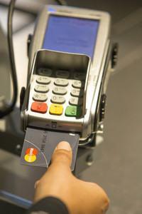 Mastercard mit Fingerabdruck-Sensor