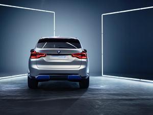 BMW Concept iX3 (Bild: BMW)