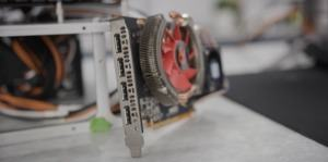 Grafikkarten-Prototyp mit Vega-16-GPU (Quelle: LTT)