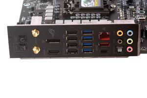 Das I/O-Panel inklusive proprietärer Blende beim ASUS Maximus IX Formula.