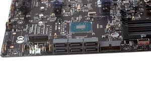 Zwei M.2-Anschlüsse und sechs SATA-6GBit/s-Buchsen bilden den Storage-Bereich.