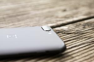 Die Kamera des OnePlus 5 erinnert nicht nur optisch an die des iPhone 7 Plus - auch die Funktionsweise stimmt überein