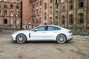 Der Porsche Panamera 4S Diesel ist fast 5,05 m lang und 1,94 m breit
