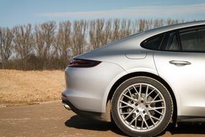 Der zweiten Generation des Panamera hat Porsche ein neues Heck spendiert und damit auf Kritik am Vorgänger reagiert