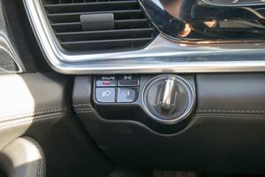 Hartplastik in Klavierlackoptik und Kunststoff statt Aluminium: Nicht alles im Panamera 4S Diesel hält Premiumansprüchen statt