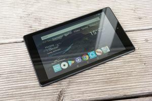 Das neue Amazon Fire HD 8 ist das erste Tablet, das das neue Show-Modus-Ladedock erhalt