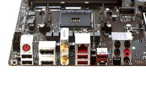 Das I/O-Panel beim MSI B450 Gaming Pro Carbon AC im Überblick.