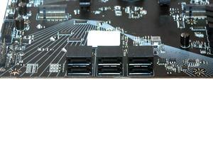 Sechsmal SATA 6GBit/s und zweimal M.2 (M-Key) werden für Storage geboten.