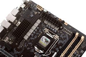 Zehn Spulen feuern die CPU an.